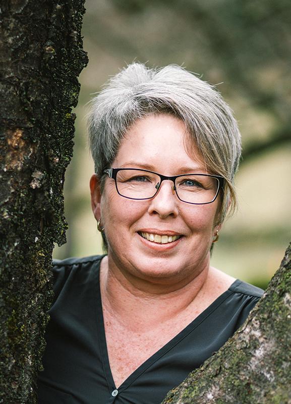 Reinhilde-Hauser-Klangschalen-Therapie-Portrait-Humanenergetikerin